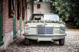 alter Mercedes Hochzeitsauto